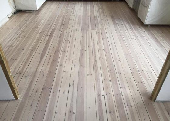 Få dit flotte og skinnende trægulv igen med en gulvafslibning